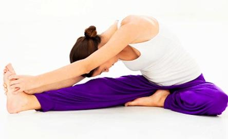 2015-biteable-beauty-fierce-grace-yoga-challenge-head-to-knee